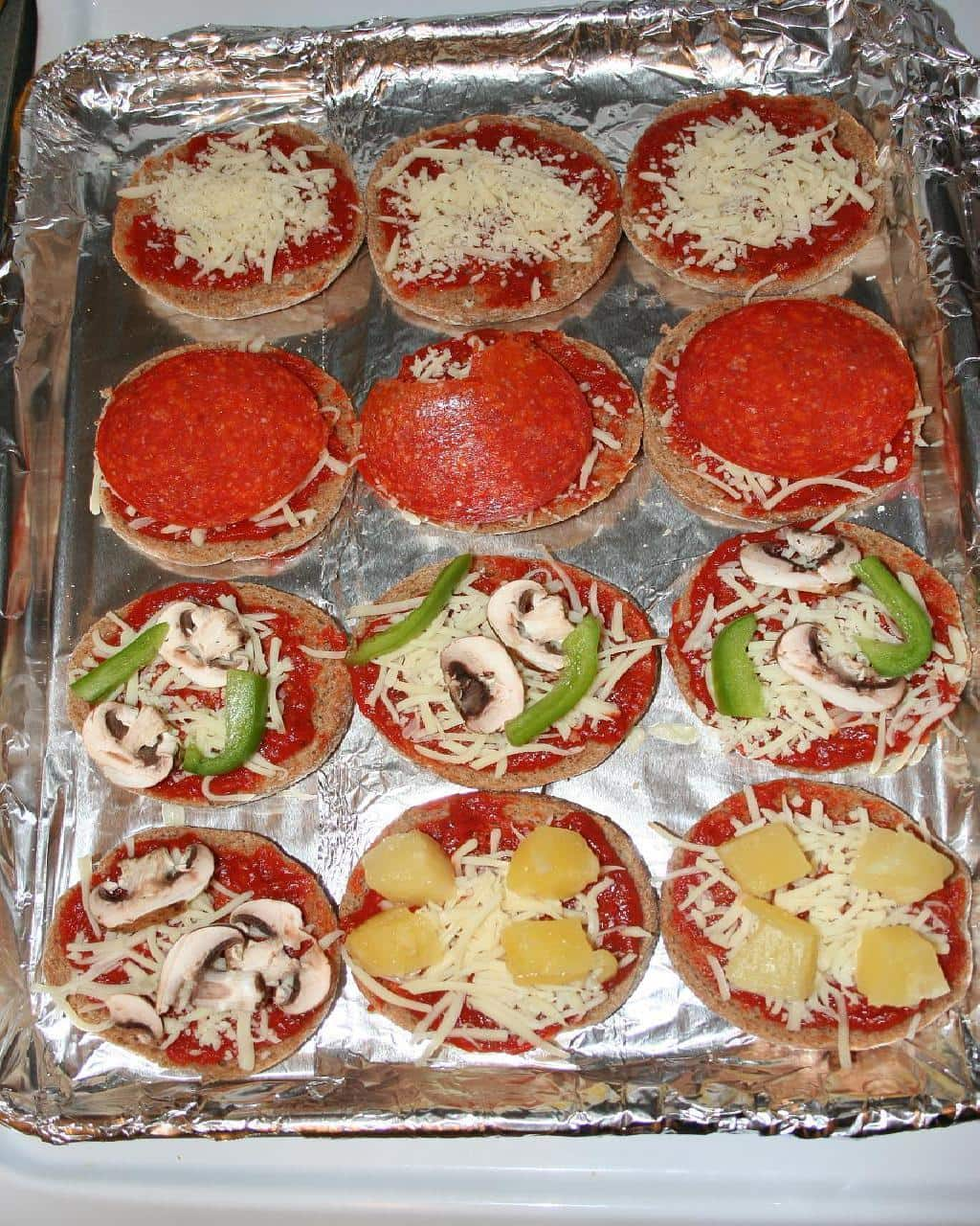 making mini pizzas in the oven