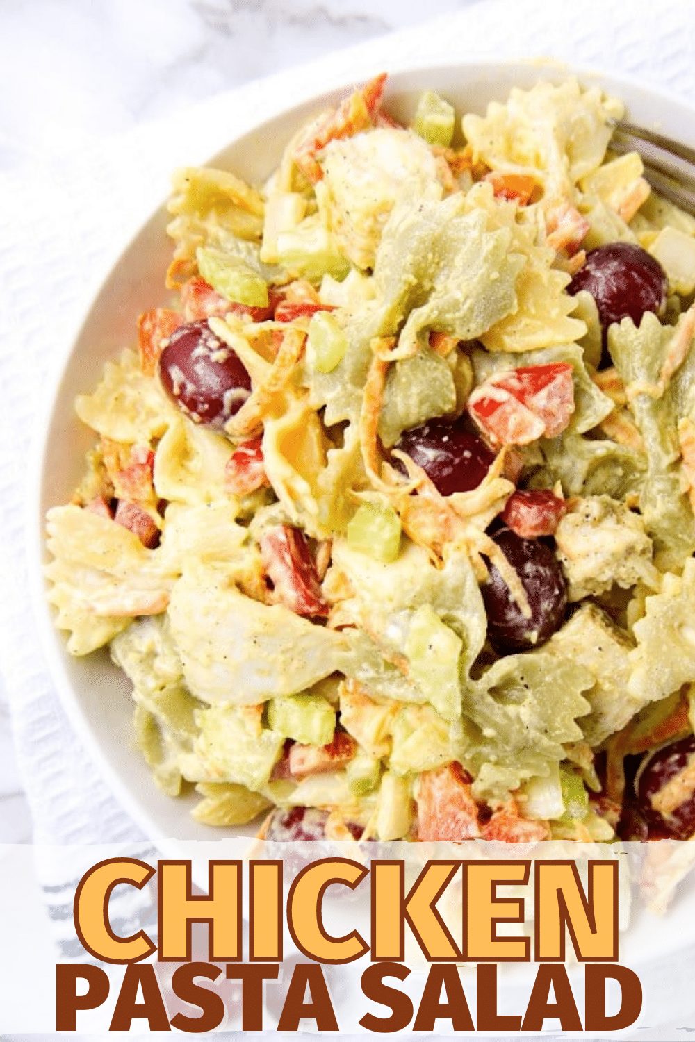 This is the absolute BEST chicken pasta salad. Great texture, flavor, colors, and it gets better the longer it sits! #pastasalad #chicken #salad via @wondermomwannab