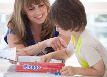 Mom playing Pleygo with child