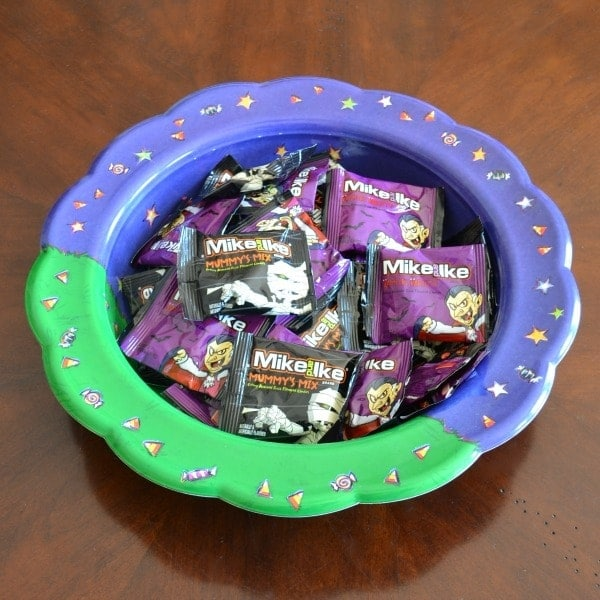 MIke and Ike Mummy and Vampire Snacks in a green and purple bow.