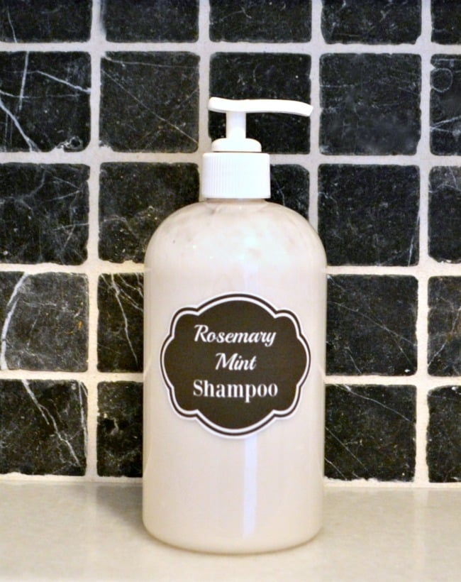 A recipe for homemade rosemary mint shampoo using all natural ingredients to help promote healthy hair and a healthy scalp. #rosemary #mint #shampoo #homemade #essentialoils via @wondermomwannab