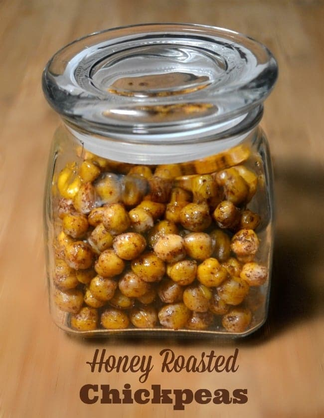 This honey roasted chickpea recipe is a great alternative to honey roasted nuts - less fat, fewer calories and full of salty sweet goodness! #chickpea #honeyroasted #chickpearecipe  via @wondermomwannab