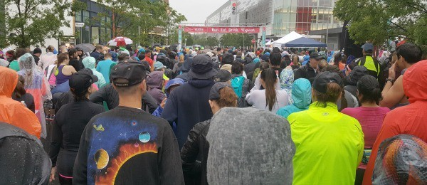 crowd ready for the start of the race