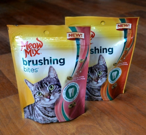 Meow Mix Brushing Bites help control tartar and plaque