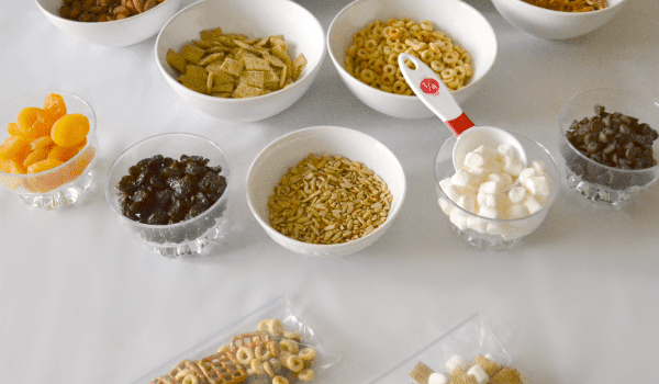 ideas-for-a-make-your-own-trail-mix-buffet