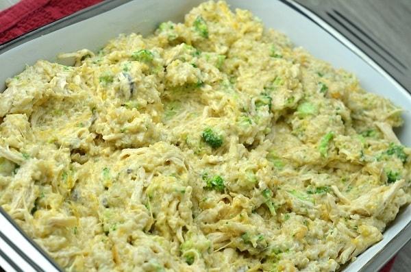 chicken, broccoli, quinoa, cream of mushroom soup, cheddar cheese,milk, and garlic powder in a baking dish