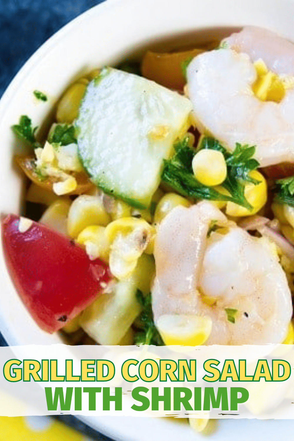 This grilled corn salad is super easy to make and full of flavors the whole family will love. It's the perfect summer dish. #grilledcorn #salad #corn #sidedish via @wondermomwannab