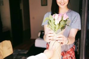 45 Random Acts of Kindness Ideas for Moms