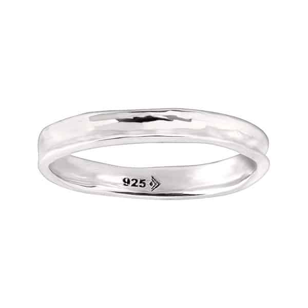 a silver ring with the number 925 on it