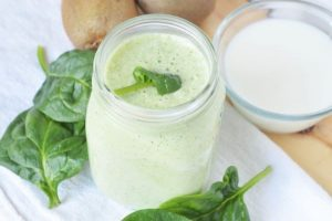 Easy Green Smoothie with Spinach and Fruit