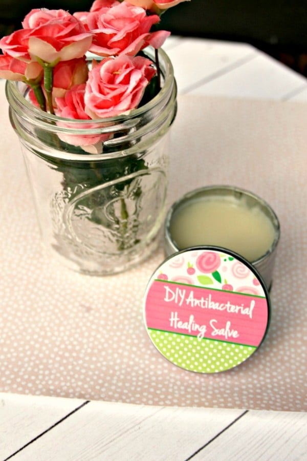This DIY healing salve is easy to make and is perfect for so many things! Treats minor cuts and burns, insect bites, dry skin, and even warts! #natural #DIYbeauty