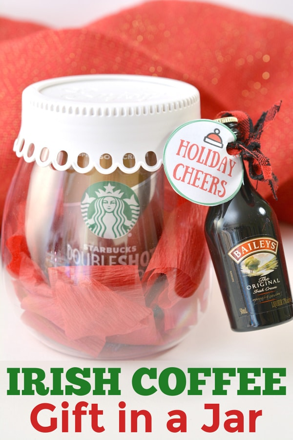 This Irish Coffee Gift in a Jar is such a cute gift idea and SO EASY to put together! #easygiftidea #coffeegifts
