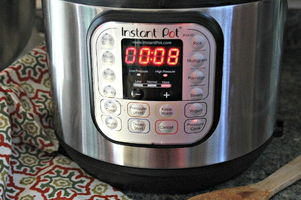an instant pot with the digital timer set to 8 minutes