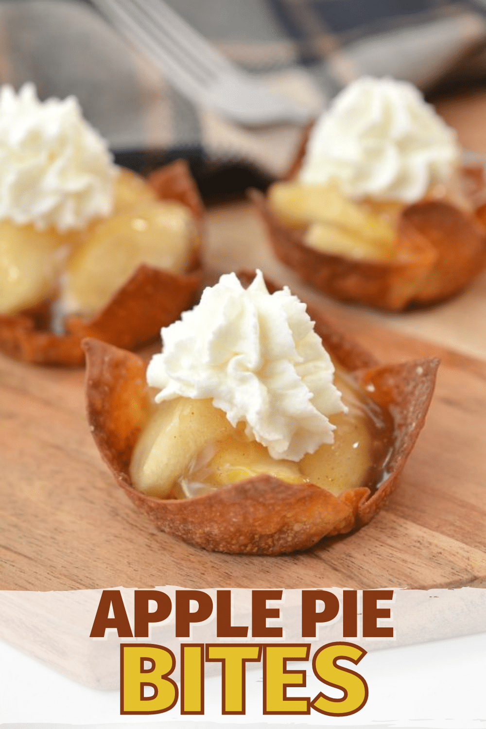 Apple Pie Bites are a great alternative to traditional apple pie. These are easy to make and perfect for fall parties and Thanksgiving. #apples #dessert #thanksgivingdessert via @wondermomwannab