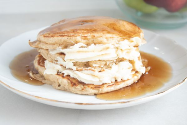 easy apple cheesecake pancakes