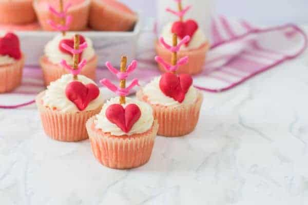 Cupid/'s Bow Valentines Day Mix Cake Sprinkles Suitable for Vegans Gluten Free Red Pink White Lips /& Hearts Shapes Nonpareils Pearls Cupcakes