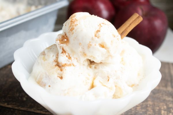 bowl of no churn apple pie ice cream