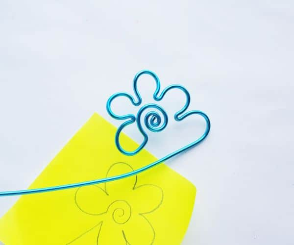 how to make a wire bookmark by winding a scalloped line, and a yellow printable flower template on a white background