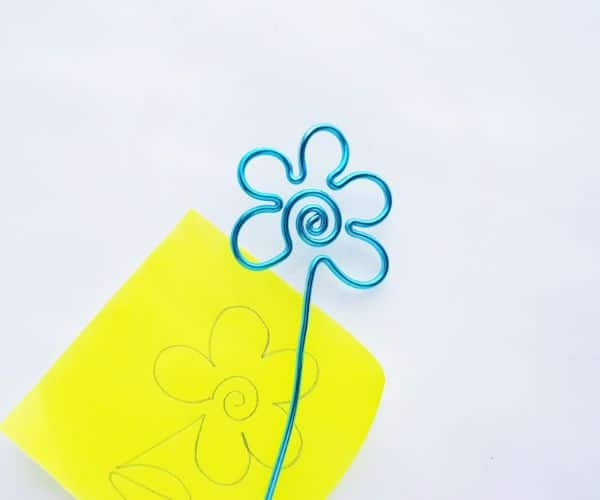 how to make a wire bookmark by bending it into shape, and a yellow printable flower template on a white background