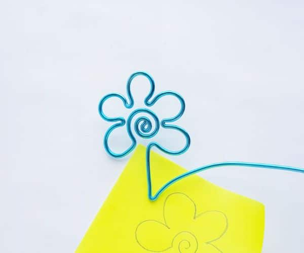 how to make a wire bookmark by bending the end to make a leaf, and a yellow printable flower template on a white background