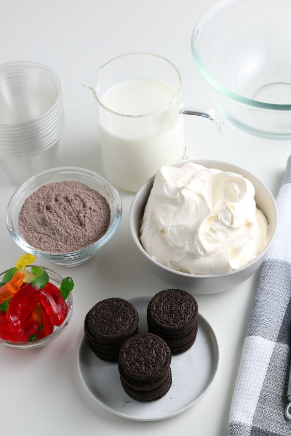 ingredients for dirt pudding cups with gummy worms