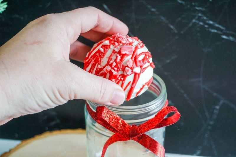 adding cocoa bomb to mason jar