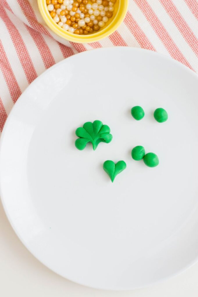 using fondant is to make clovers
