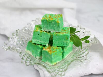 white chocolate mint cheesecake fudge