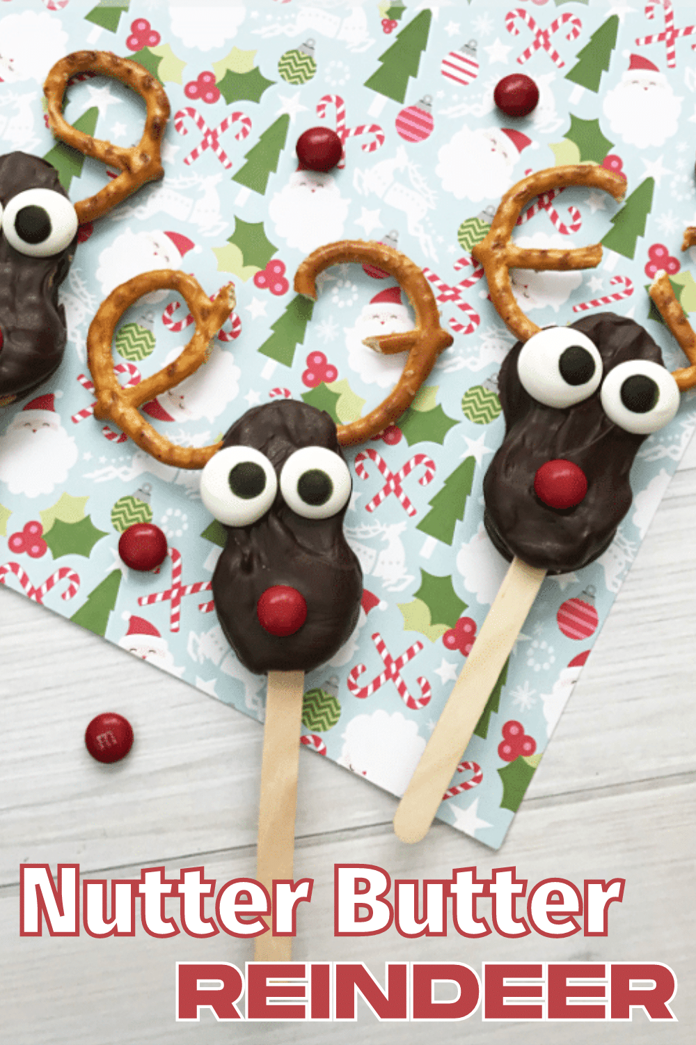 These Nutter Butter Reindeer are so cute! They're super easy to make too. Great treat for Christmas. #Christmas #reindeer #NutterButter #funfood via @wondermomwannab